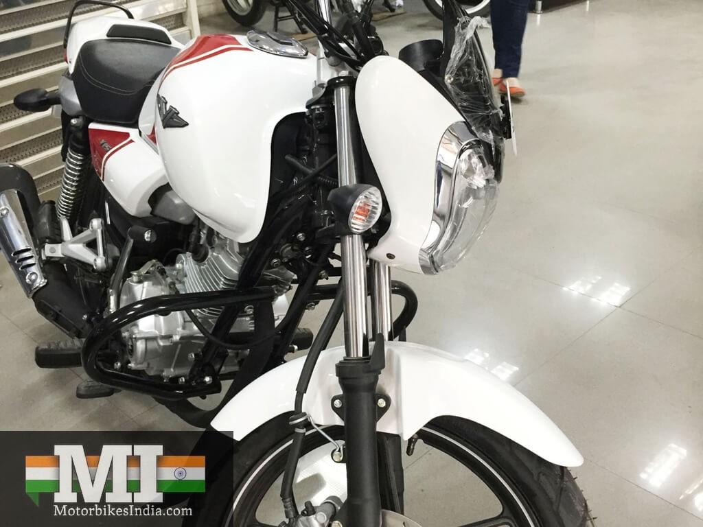 Bajaj V15 price ex-showroom is Rs. 62000