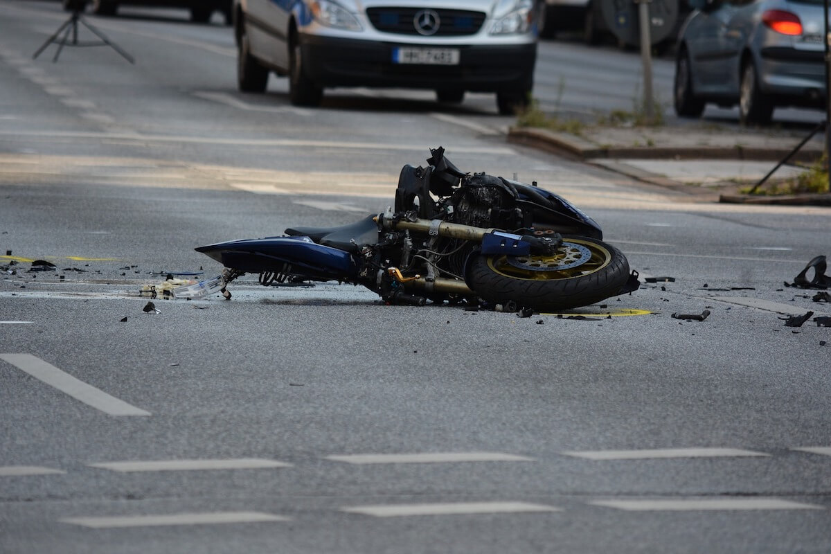 Wrong turn signals can cause motorcycle accident