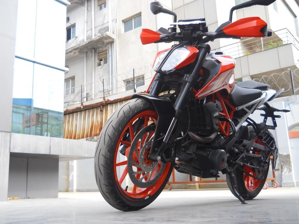 KTM Duke 390 Front right view