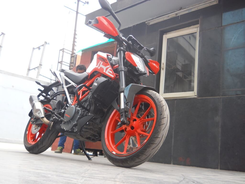 KTM Duke 390 Front left view