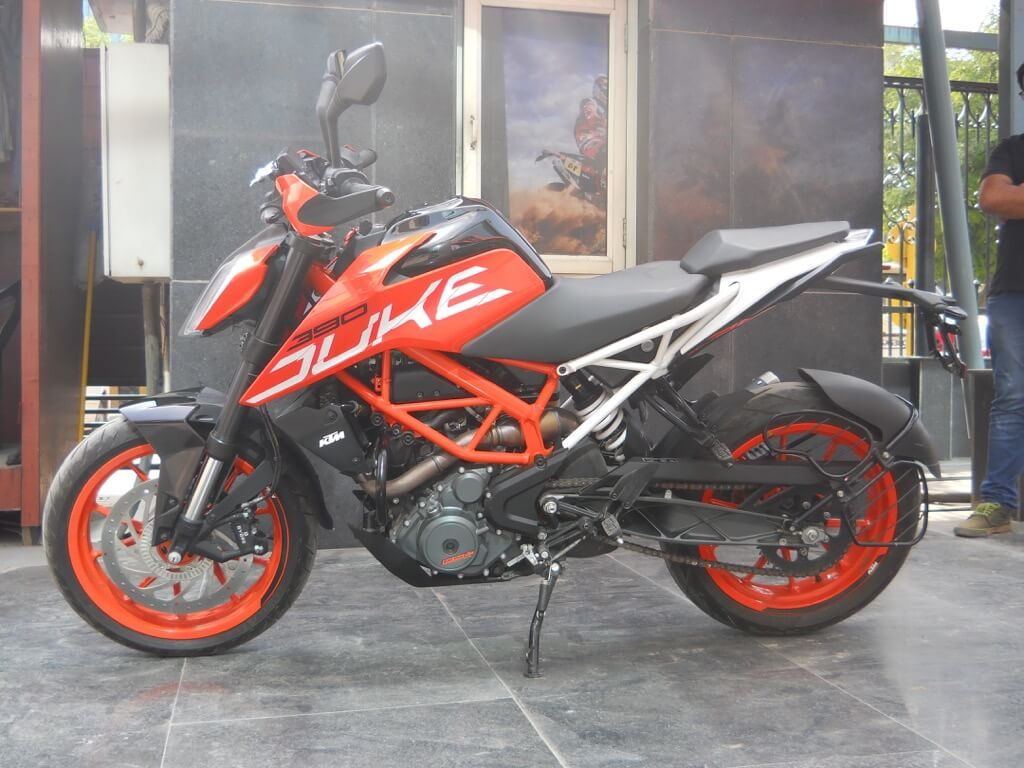 KTM Duke 390 Left side view