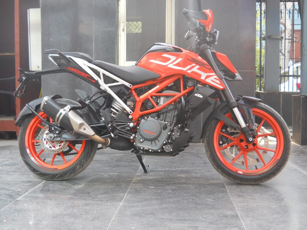 KTM Duke 390 Right side view