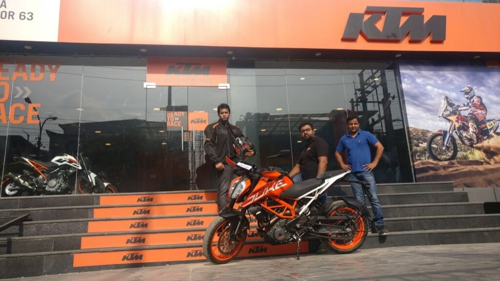 KTM Duke 390 Showroom