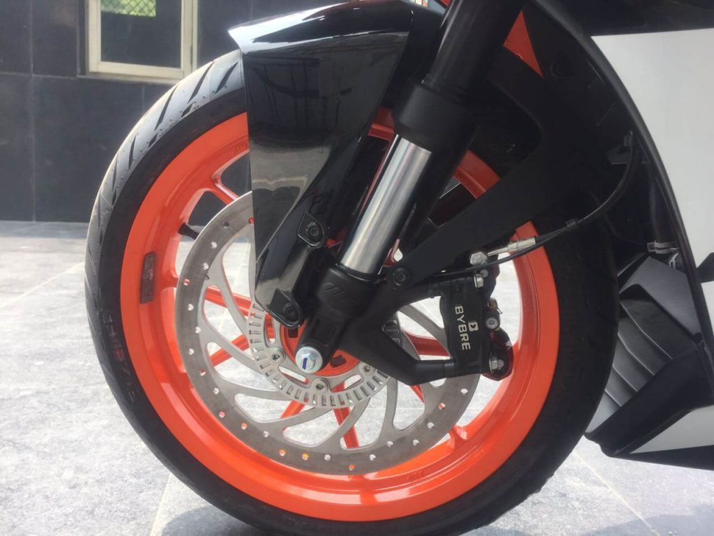 2017 KTM RC 390 Front wheel suspension and breaks
