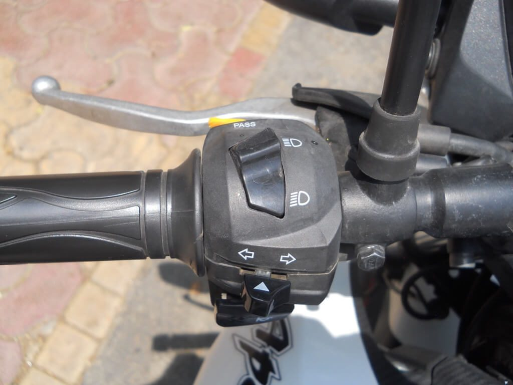 TVS Apache RTR 160 Review - Left Handle